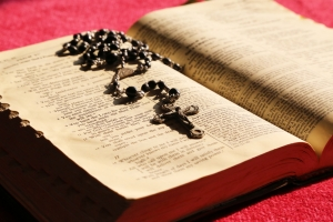 rosary-on-bible-1427658-m